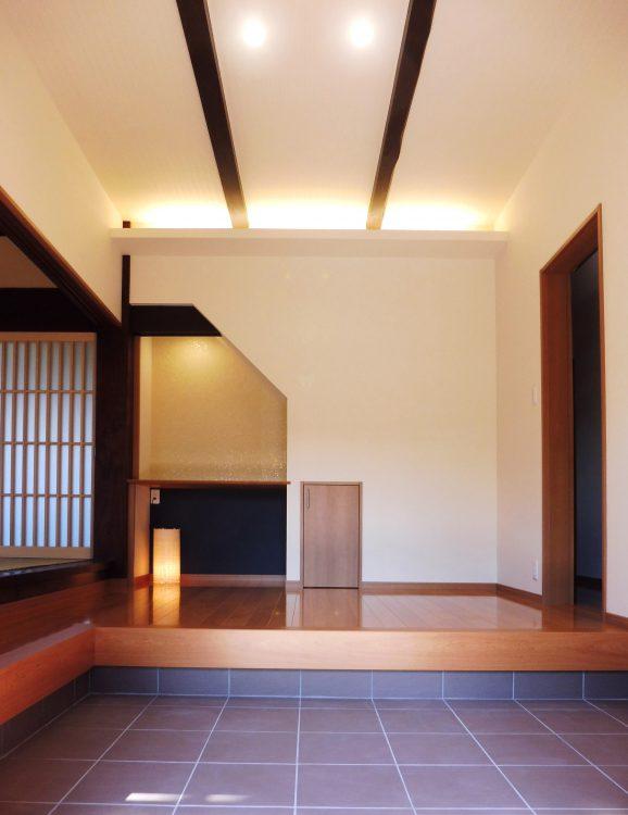 リフォーム後の玄関、天井間接照明